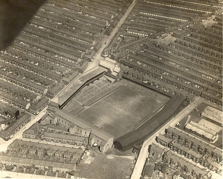Goodison 1922 - Notice the old Gwladys St terrace with houses at the back and also the old Bullens Rd stand..